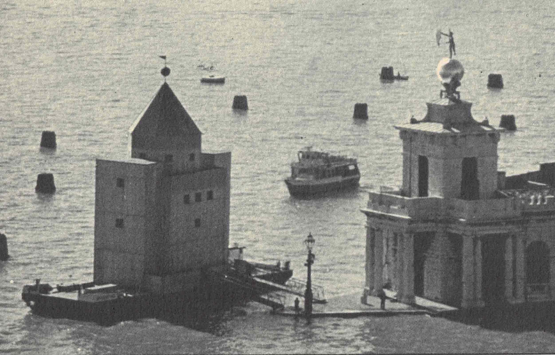 Figura 9. Aldo Rossi, Teatro do Mundo, Veneza, 1979/80